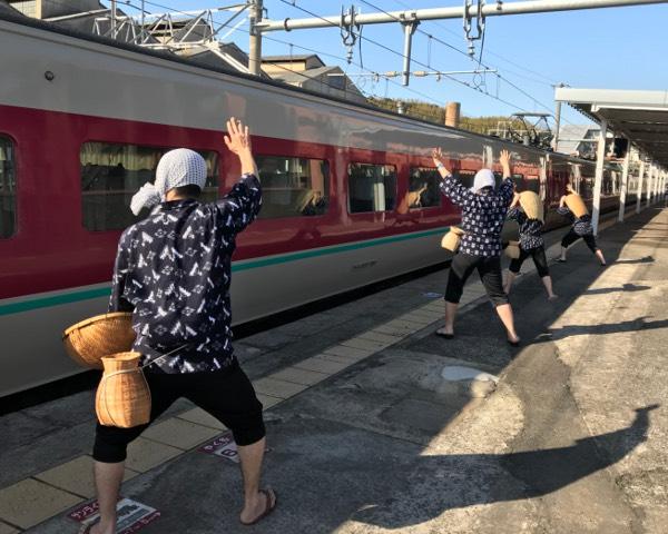 安来駅どじょうすくい出迎え隊