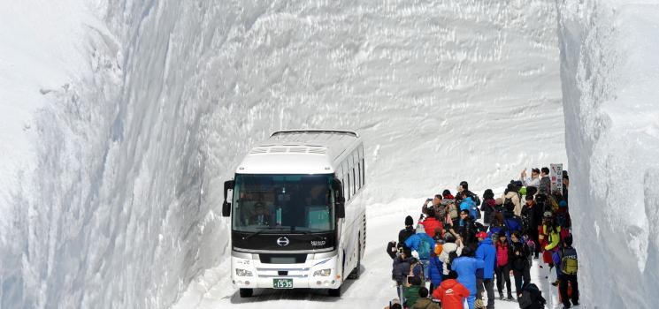 富山県立山黒部の季節到来