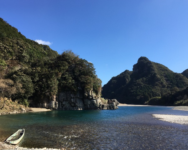 清澄な空気が漂う古座川