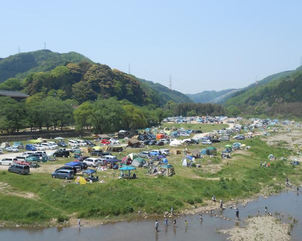 木津川河川敷のキャンプ場