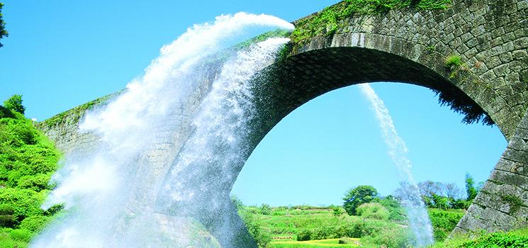 通潤橋の放水とともに熊本山都観光が大号砲